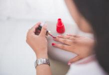 fingernägel splttern behandlung
