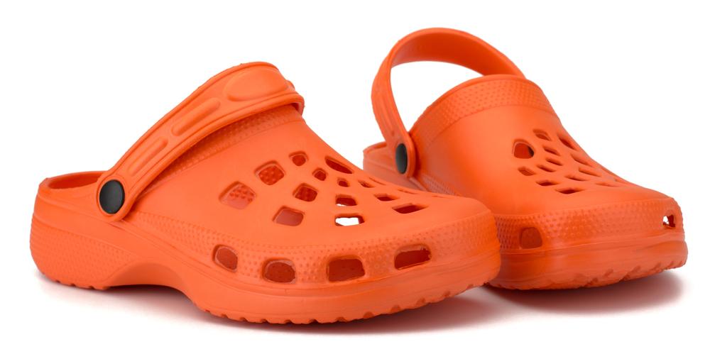 rote schuhe crocs
