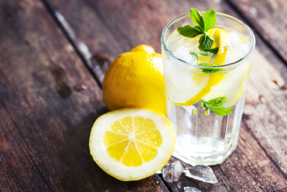 wasser mit zitrone ohne zucker
