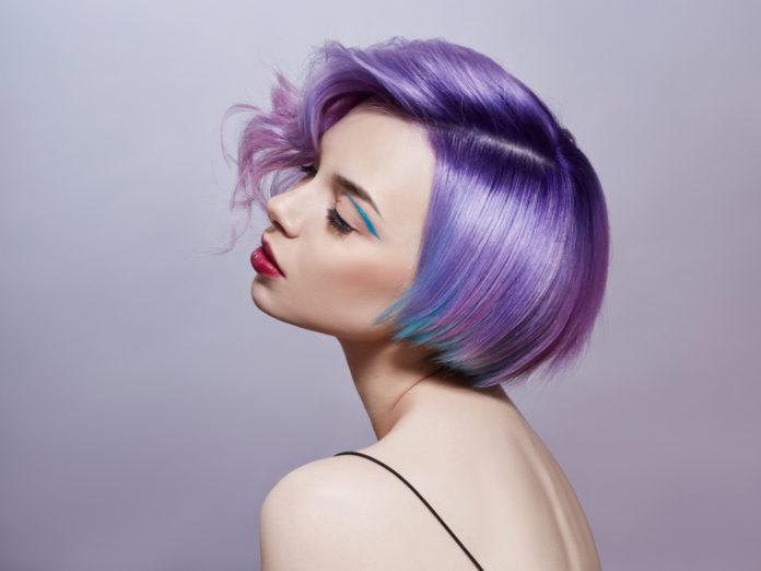 Haare blau färben