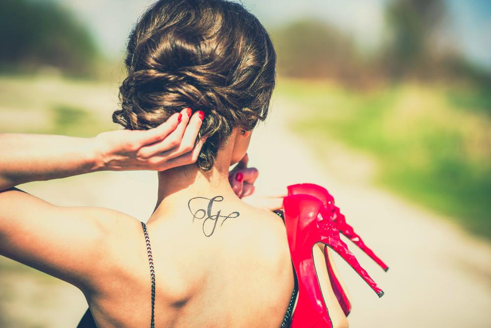 Für nacken tattoos schöne frauen Kleine Tattoos: