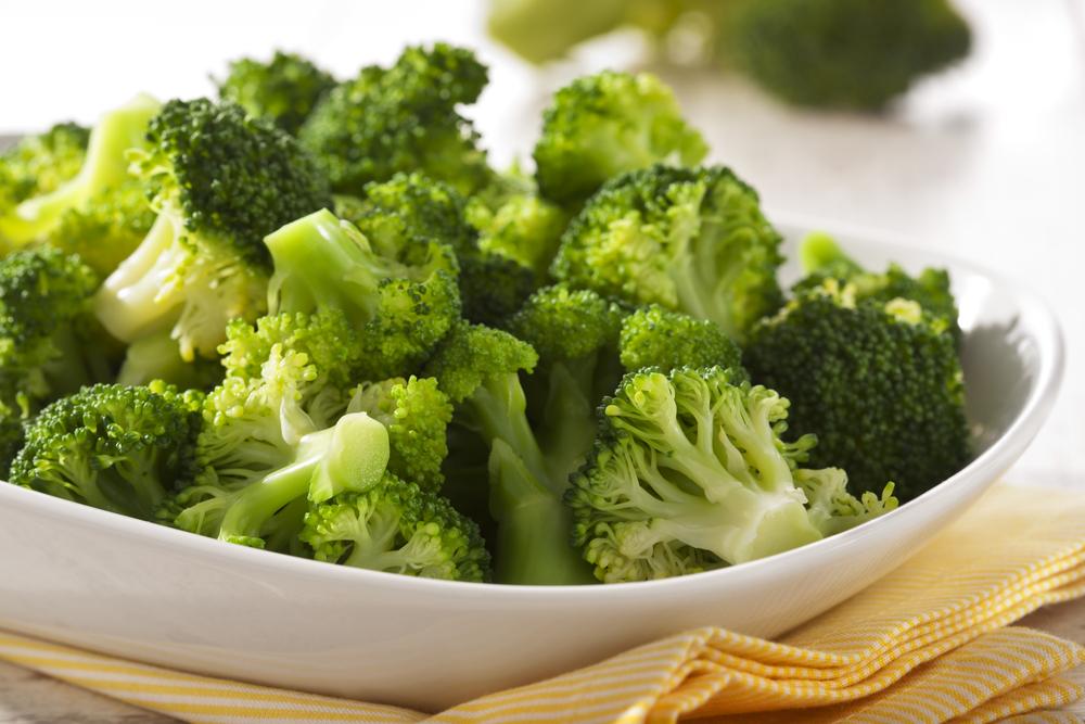 brokkoli in schüssel